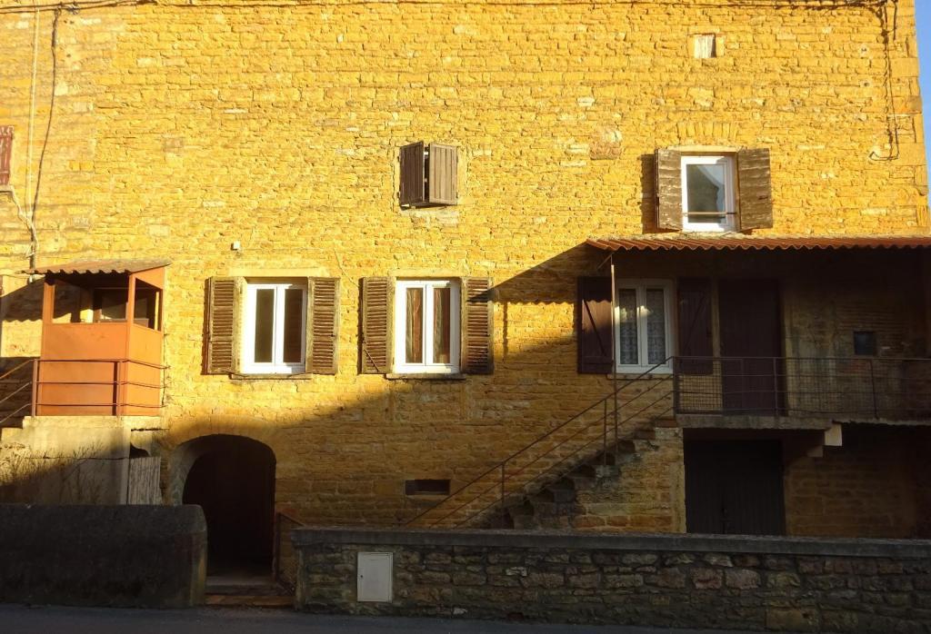 appartement t4 a vendre villefranche sur saone 110 m2 135000 immobilier lacenas. Black Bedroom Furniture Sets. Home Design Ideas