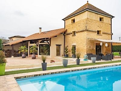 MAISON A VENDRE - VILLEFRANCHE SUR SAONE - 236 m2 - 808000 €
