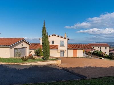 MAISON A VENDRE - CHARNAY - 209 m2 - 810000 €