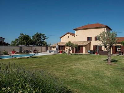 PROPRIETE A VENDRE - CHARENTAY - 200 m2 - 885000 €