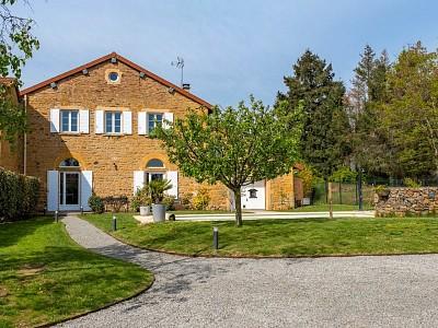 MAISON A VENDRE - ST VERAND - 180 m2 - 675000 €