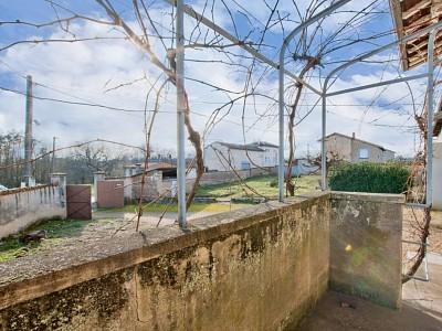 MAISON A VENDRE - ST GEORGES DE RENEINS - 165 m2 - 210000 €