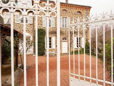 MAISON A VENDRE - VILLEFRANCHE SUR SAONE - 235 m2 - 475000 €