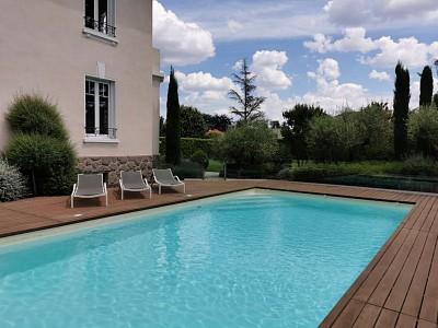 PROPRIETE A VENDRE - CHAMPAGNE AU MONT D OR - 250 m2 - 2�0�0 €