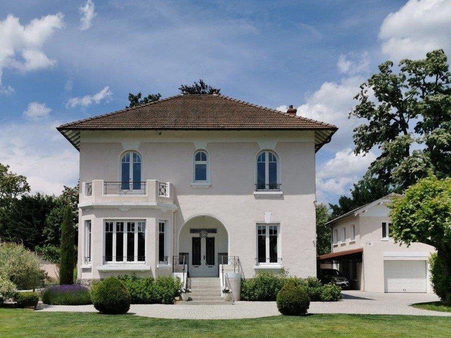 PROPRIETE A VENDRE - CHAMPAGNE AU MONT D OR - 250 m2 - 1�0�0 €