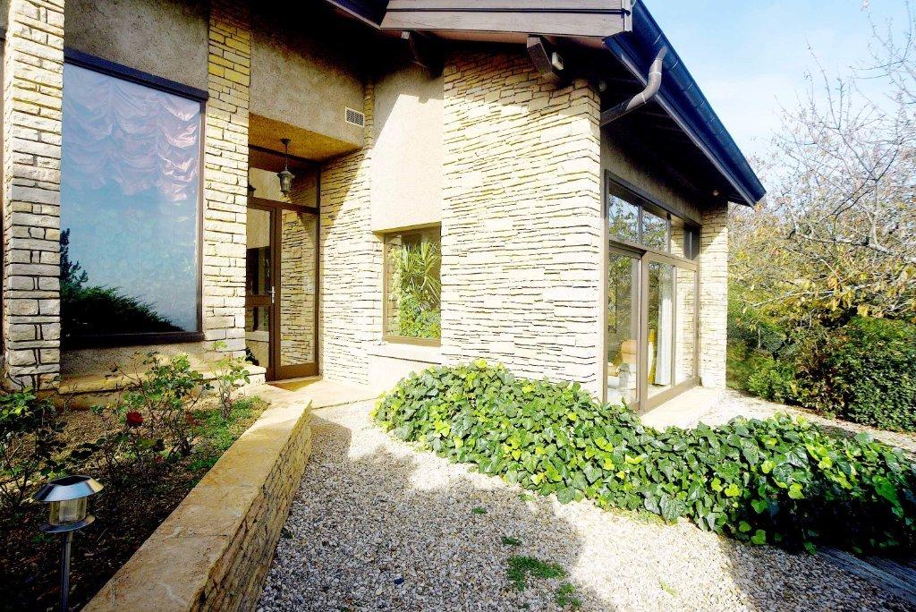 villa a vendre poleymieux au mont d or 232 m2 980 000 immobilier poleymieux au mont d. Black Bedroom Furniture Sets. Home Design Ideas